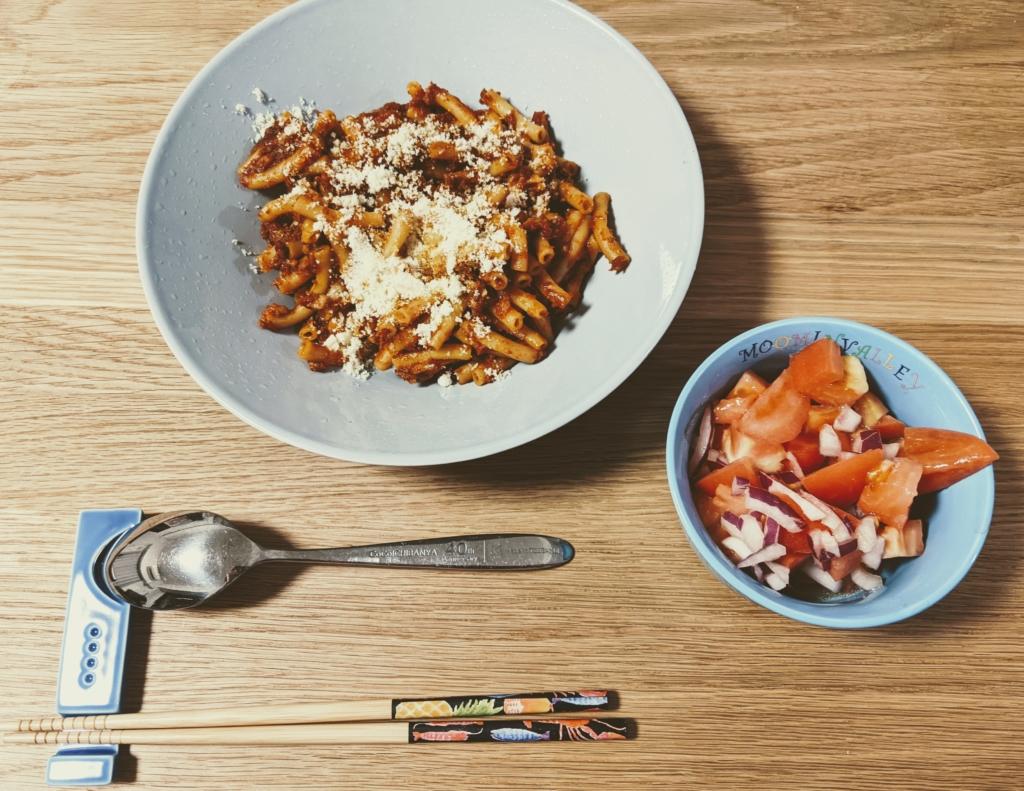 時を忘れる魅惑のボロネーゼ 角切りトマトと赤玉ねぎのマリネ オイシックス 料理 レシピ